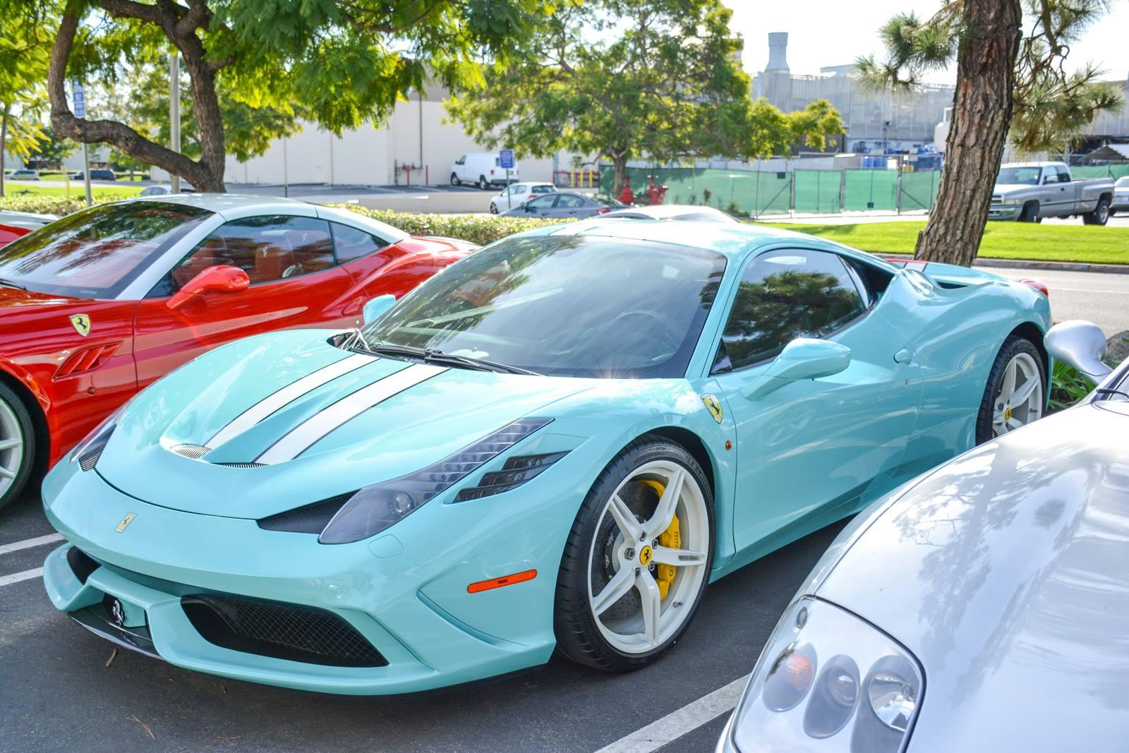 Событие в Newport Beach - Ferrari Tiffany Blue 458 Speciale